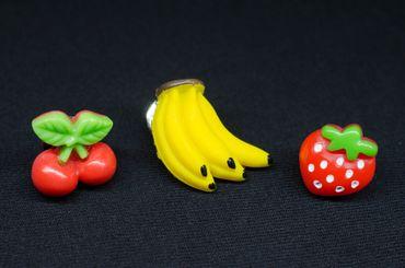 3er Set Obst Brosche Anstecknadel Bananenstaude Erdbeere Kirsche Essen Frucht – Bild 3