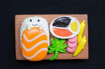 Sushibrettchen Brosche Miniblings Japan Fisch Sushiplatte Sushi Gesicht braun – Bild 3