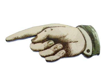 Zeigefinger Brosche Miniblings Anstecknadel Finger Hand Holz Lasercut 67mm – Bild 1
