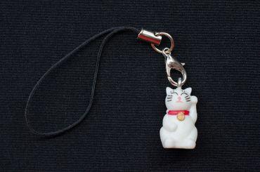 Glückskatze Winkekatze Handyanhänger Miniblings Maneki Neko Katze Glöckchen weiß – Bild 3
