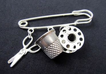 Sewing Brooch Thimble Spool Scissors Miniblings Tailor Sew Crafting Craft Silver Plated – Bild 1