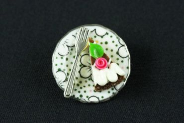 Slice Of Cake On Plate Brooch Miniblings Pin Porcelain Ceramic Pie Tarte Dots – Bild 5