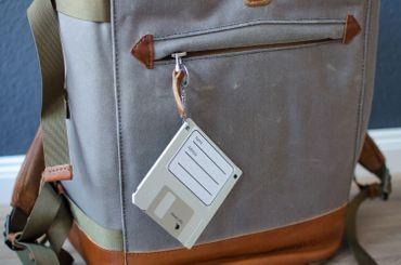 Adressanhänger Taschenanhänger Kofferanhänger Diskette RETRO Disc Floppy GRÜN – Bild 2