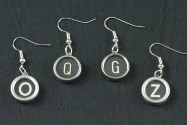 Request Letter Customized Initial Earrings Vintage Typewriter Keys Miniblings Black M +? – Bild 5