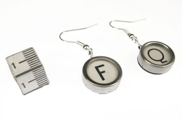 Request Letter Customized Initial Earrings Vintage Typewriter Keys Miniblings White U +? – Bild 3
