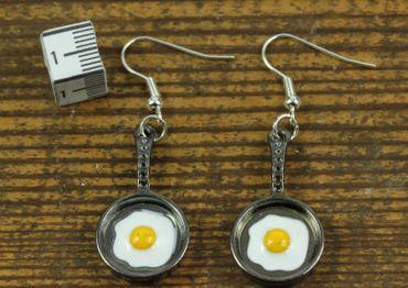 Bratpfanne mit Spiegelei Ohrringe Miniblings Pfanne Pfannen Ei Metall anthrazit – Bild 2