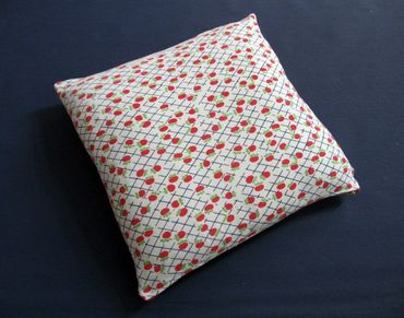 Decorative Cushion Pillow Miniblings 40X40cm Apple 70S Retro White Blue Red Apples – Bild 2