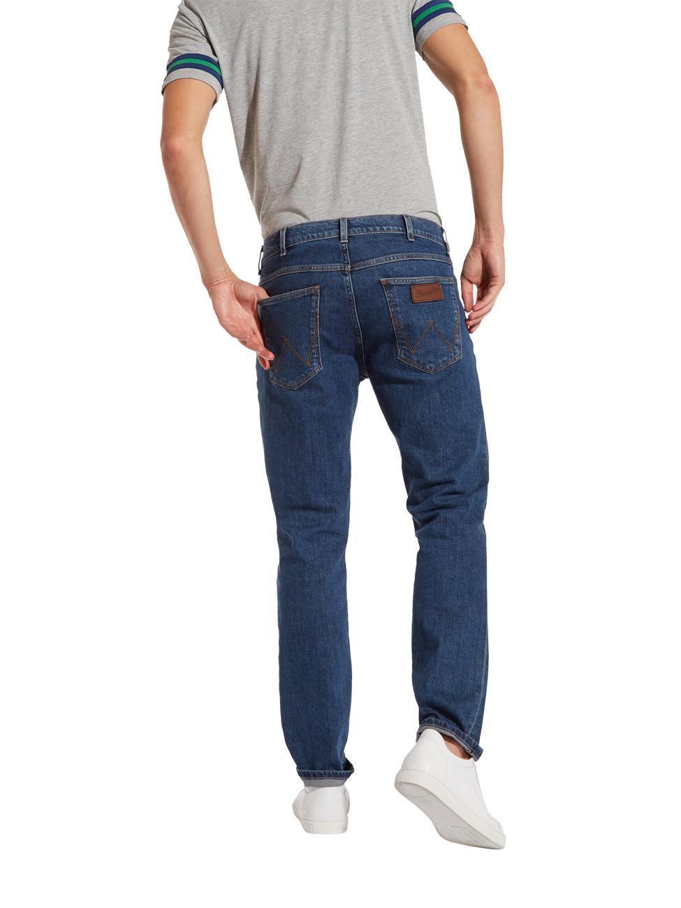 wrangler-herren-jeans-greensboro-regular-fit-blau-darkstone