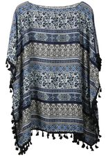Sommerlicher Poncho in stylischem Design