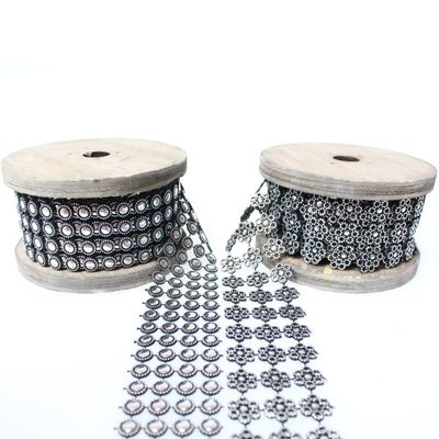 2m Paillettenband 3cm breit Band Nieten Pailletten Kunststoff silber bedruckt