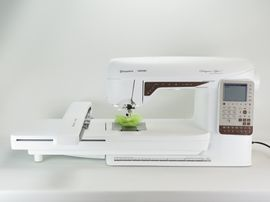 Husqvarna-Viking Designer Topaz 25
