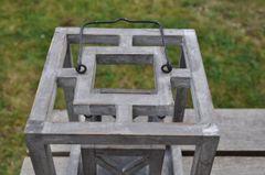 Laterne grau eckig Holz mit Kreuz klein