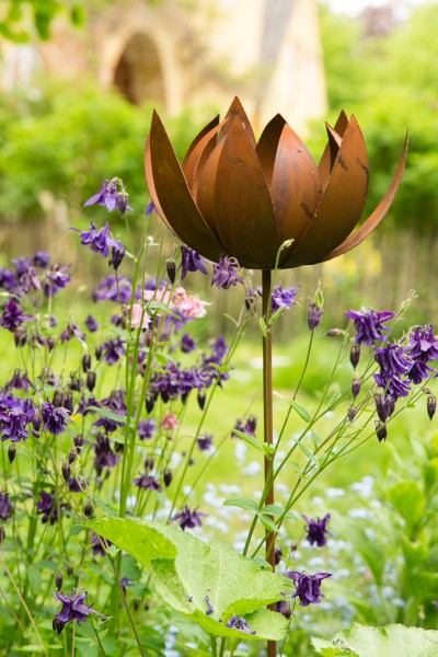 Gartenstecker / Rankstab Lotus, Rost