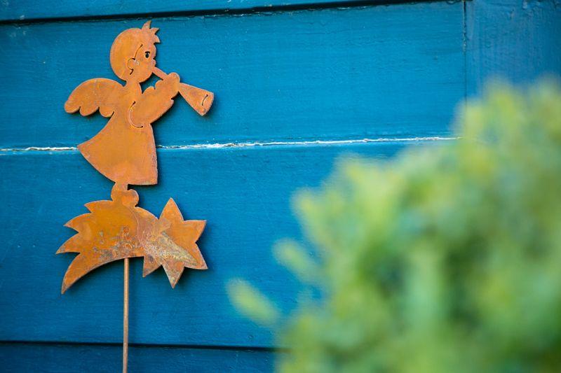 Gartenstecker Engel mit Trompete, Rost