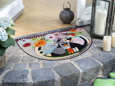 Rosina Wachtmeister Fußmatte Famiglia con Fiore 60 x 85 cm halbrunde waschbare Schmutzmatte  – Bild 2