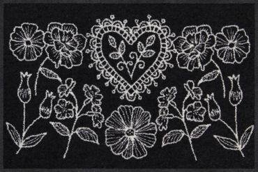 Salonloewe Fußmatte Dirndlherz schwarz 50 x 75 cm waschbar Schmutzmatte – Bild 1