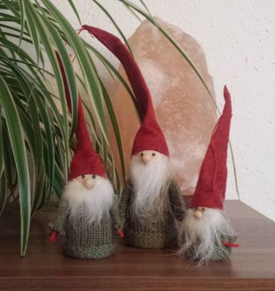 Small Gnomes set of 3 diff. sizes grey, red, green seasonal kids – image 3