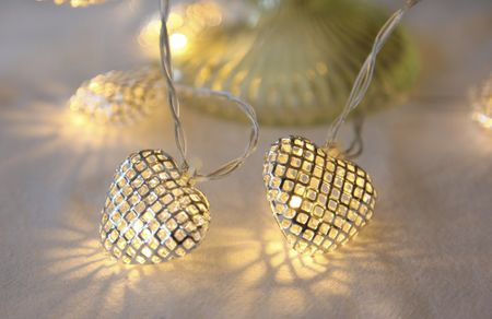 "LED ""Net Hearts"" Chain of Lights battery operated with timer 10-part – image 2"