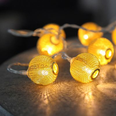 Metal Net BAlls LED Chain of Lights with 10 lights, battery-operated with timer – image 4