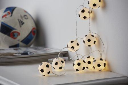 LED Batterie Lichterkette Fußball 10 Lichter warm weiß Indoor – Bild 2