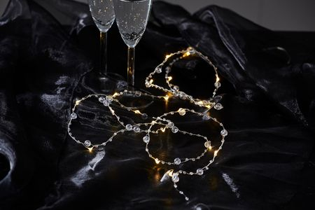 20 LED Transparent Pearl Chain of Lights Dew Drops warm white ca. 1,90m, Battery, with Timer – image 3