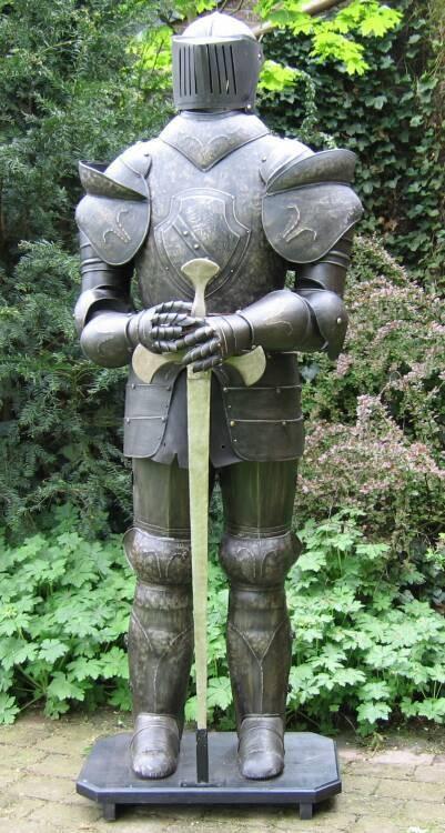 Ritterrüstung 185 cm mit Schwert dunkel BRÜNIERT – Bild 3