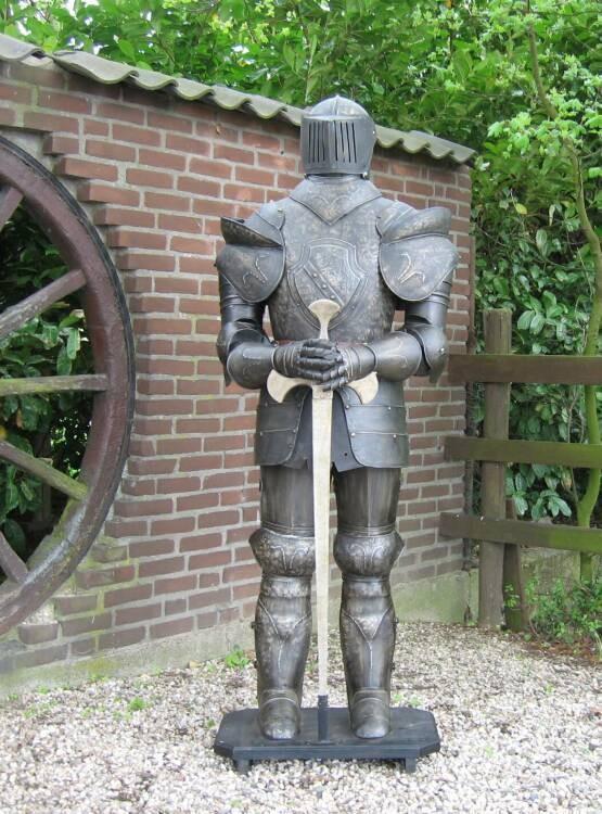 Ritterrüstung 185 cm mit Schwert dunkel BRÜNIERT – Bild 4