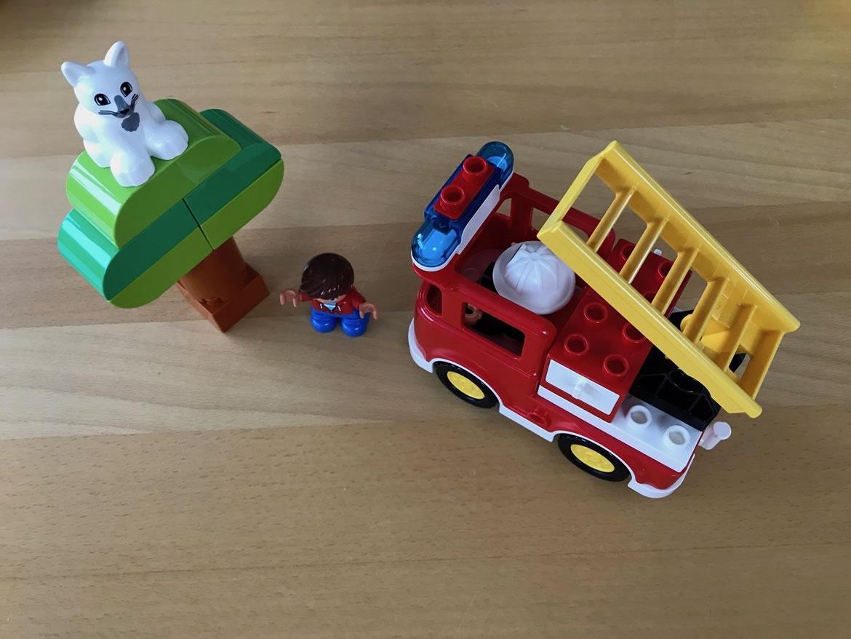 aufgebautes Set 10901 Feuerwehrauto von LEGO Duplo