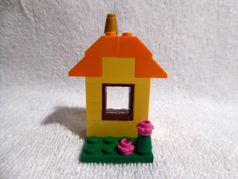 Erster Bauspaß gelbe Hausfront