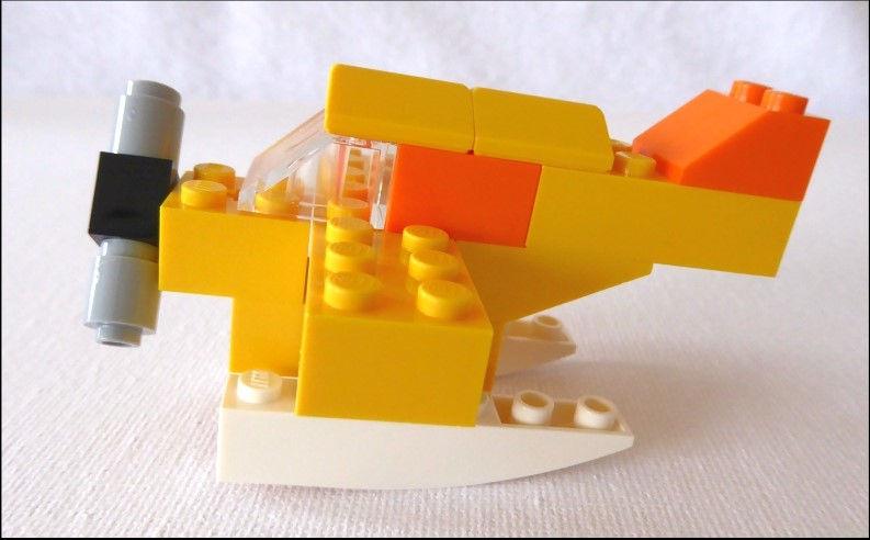 ein gelbes Flugzeug