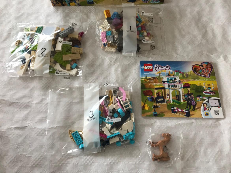 Lego Figuren mit Pferden in Tüte