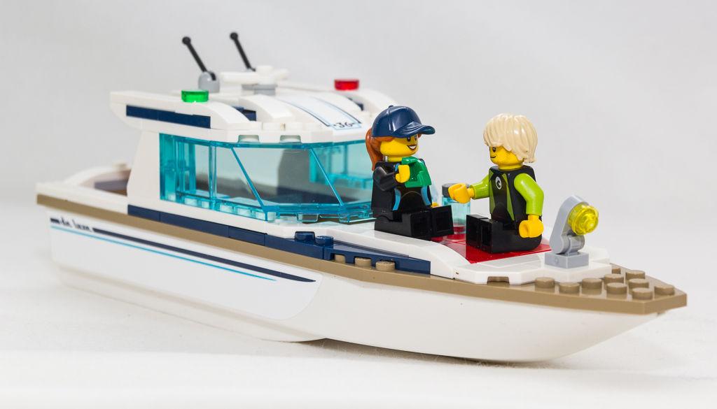 Beide Figuren auf Yacht