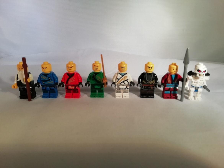 Alle Figuren ohne Kopfbedeckung