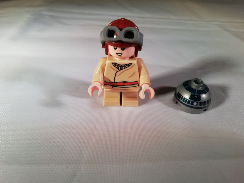 Anakin und der Kopf von R2-D2