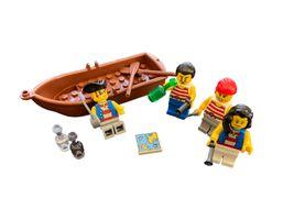 Piraten Crew mit Boot