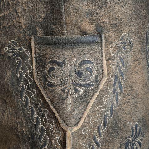 kurze Lederhose Samuel in Braun von Marjo Trachten