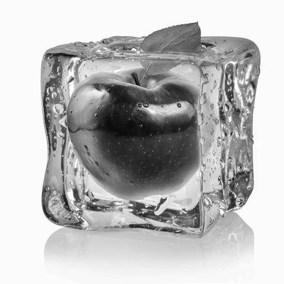 Fototapete Eiswürfel mit rotem Apfel  – Bild 6
