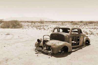 Fototapete - Verlassenes Auto in der Wüste Namibia – Bild 4