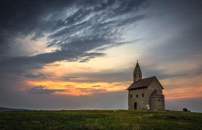 Fototapete - Alte Kirche in Dražovce Slowakei – Bild 2