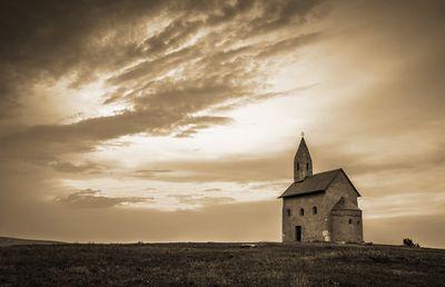 Fototapete - Alte Kirche in Dražovce Slowakei – Bild 4