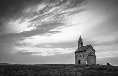 Fototapete - Alte Kirche in Dražovce Slowakei – Bild 6