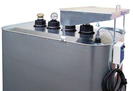 Altölsammeltank 700 Liter zur Innenaufstellung, mit Einfülltrichter, Leckwarngerät und Entlüftung. Lieferung erfolgt fertig montiert