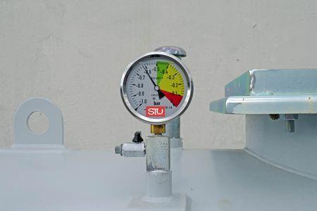 5000 Liter doppelwandiger, zylindrischer Lagerbehälter nach DIN 6624-2, ohne Pumpe, Vakuum Lecküberwacht, lackiert in RAL7032 lichtgrau, 4360 x 1250 x 1700mm (LxBxH) – Bild 4