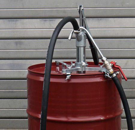 Getriebeölpumpe SRL 650-6 für 60l Gebinde, geeignet für Getriebeöle bis SAE 140, inkl. 1,5m NBR Schlauch, Kugelhahn und Stahlauslauf, höhenverstellbarer Befestigungsstern, Förderleistung 0,05 l/Hub – Bild 2
