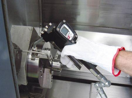 GRACO Accu-Shot robuste Fettpistole mit elektronischem Zählwerk für Schmierfett bis NGL2, Anzeige in Gramm, starres Düsenrohr mit 4-Backen Hydraulik-Mundstück – Bild 5