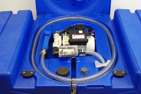 TechTank 440 AdBlue®: Transporttank für AdBlue®, 440l HD-PE Behälter mit 230V Pumpe, Digitalzählwerk, automatische Zapfpistole, Klappdeckel. – Bild 1