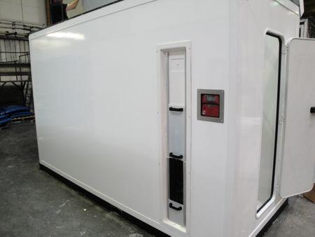 SlimLine Container SL7500 AdBlue® Tank im Spezialcontainer mit DIBt Zulassung, Inhalt 7500 l,  WHG zugel. Übefüllsicherung und Leckwarngerät, TMS System, 230V Tauchpumpe, Heizung im Tank und Belüftung, Equipmentschrank – Bild 2