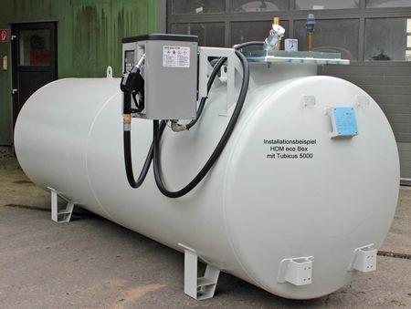 TUBICUS 5000-HDMeco 80 Box: 5.000 Liter doppewlandiger Dieseltank aus Stahl gem. DIN6624, grundiert und lackiert in RAL7032, Länge (ohne Pumpe): 4360mm, Höhe (ohne Aufbauten): 1700mm, Durchmesser: 1250 mm