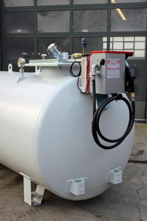 TUBICUS 5000-AF3000-80: 5.000 Liter doppelwandiger Dieseltank aus Stahl gem. DIN6624, grundiert und lackiert in RAL7032, Länge (ohne Pumpe): 4360mm, Höhe (ohne Aufbauten): 1700mm, Durchmesser: 1250 mm – Bild 3