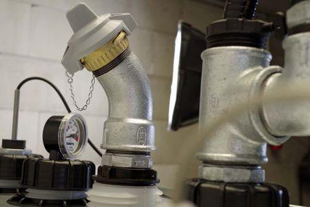 Altölsammeltank Modell VET 1000 mit 230V Pumpe, Saugsonde mit 2m Schlauch, Überfüllsicherung, Leckwarngerät, Absaugrohr mit TW Kupplung – Bild 3